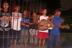 img_christmas-in-the-philippines-caroling